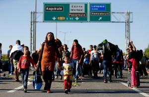 Migrants walk on a highway near Edirne, Turkey, September 19, 2015. Reuters/Osman Orsal